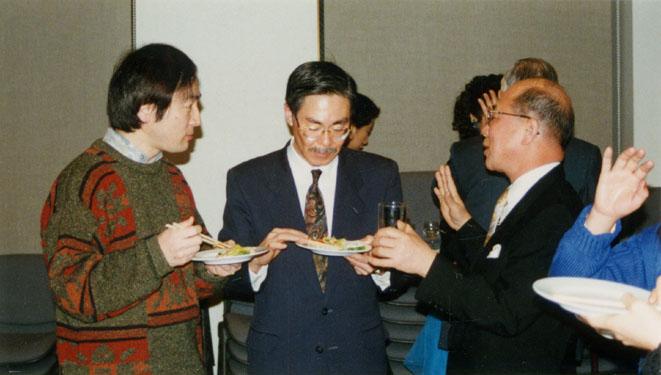 左から松井さん、事務局の西田さん、雑喉さん(設立総会後の懇親会にて)